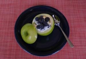 Apfel gefüllt mit Heidelbeeren