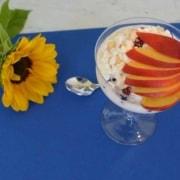 Hüttenkäse mit Früchten