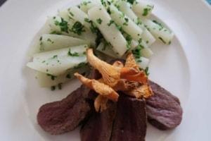 Kohlrabi mit Lamm und Pilzen