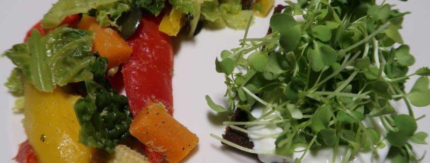 Powerfrühstück mit Pumpernickel und Kresse