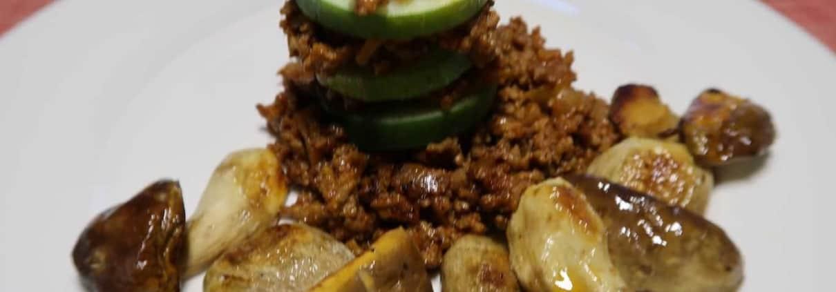 Zucchetti-Türmchen mit Hackfleisch und Steinpilzen
