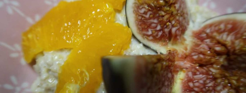 Haferflockenbrei mit Manderine und Feigen