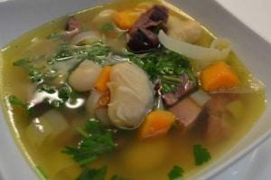 Suppe mit geräuchertem Fleisch und weissen Bohnen
