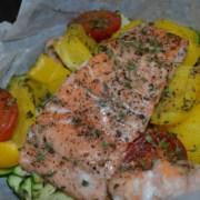 Lachs und Gemüse aus dem Ofen