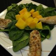 Babyspinat Salat mit Mango und Poulet