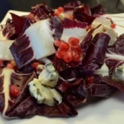 Chicoree Rosso mit Roquefort und Granatapfel