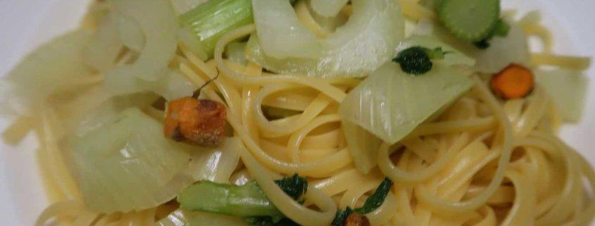 Fenchel mit Spaghetti und Kurkumawurzel
