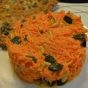 Karottensalat mit Kürbis und Pinienkernen