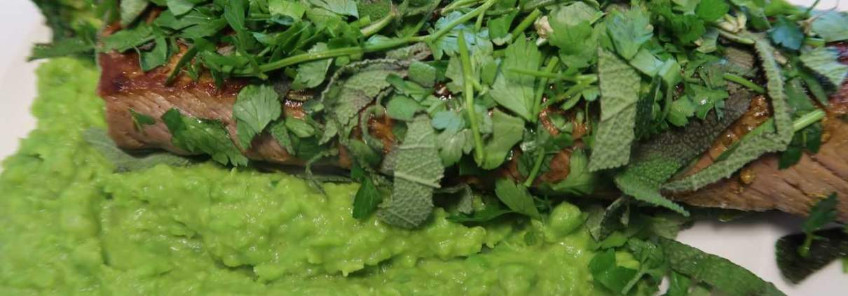 Grünes Menue Lamm Erbsenstampf