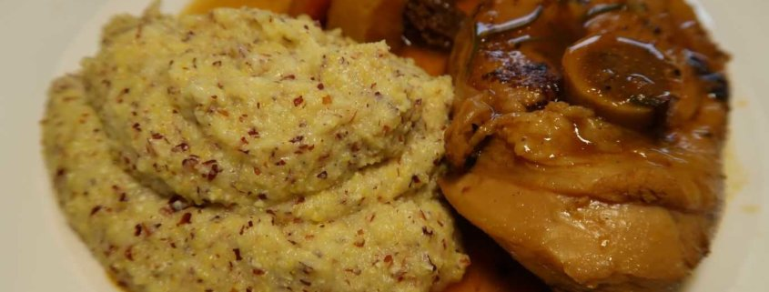 Gitzi mit Polenta und Wurzelgemüse
