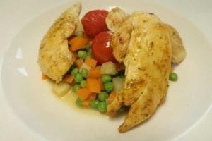 Gemüseeintopf mit geschmolzenen Tomaten und Pouletsfilets