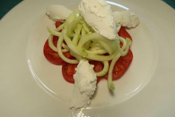 Gurken Tomaten Salat mit Ricottanocken