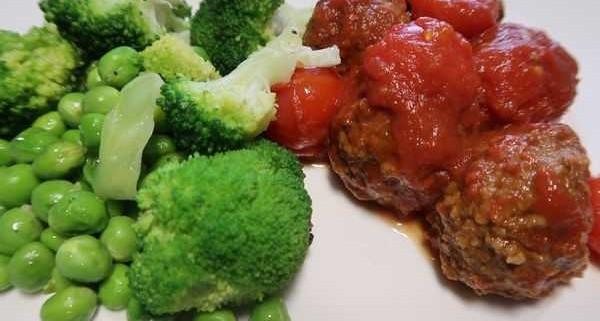 Polpette mit Erbsen und Broccoli