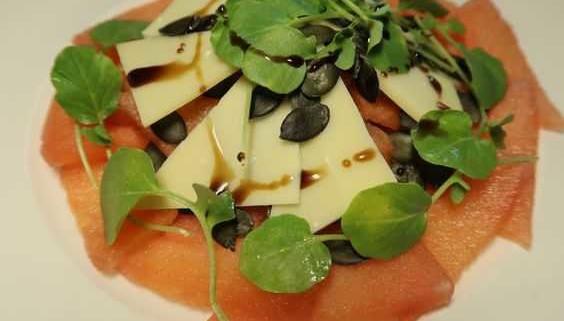 Wassermelone Gruyere Salat