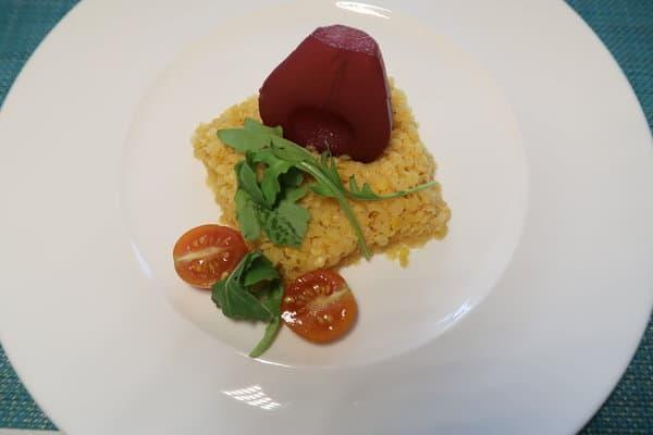 Linsensalat mit Rotweinbirne