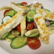 Salat mit gebratenem Halumni