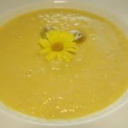 Gelbes Menue Maissuppe