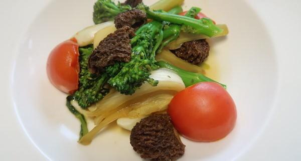 Gemüseteller mit Morcheln