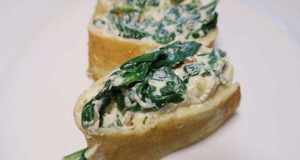 Omelette gefüllt mit Ricottaspinat