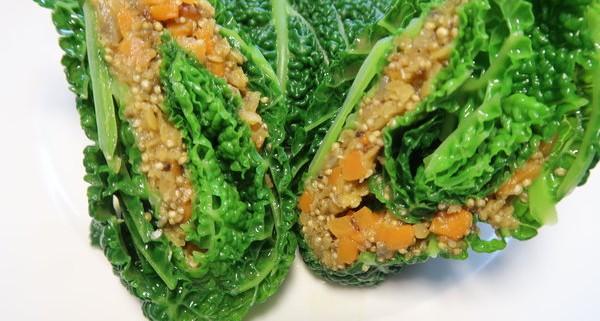 Wirsingwickel gefüllt mit Quinoa Linsen und Karotten