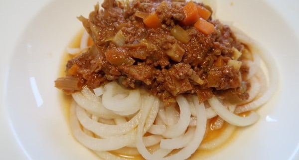 Kohlrabispaghetti mit Sauce Bolognese
