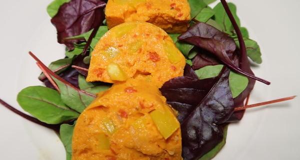 Paprikaterrine auf Salatbett