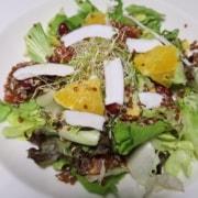 Quinoasalat mit Orangen Mais und Bohnen