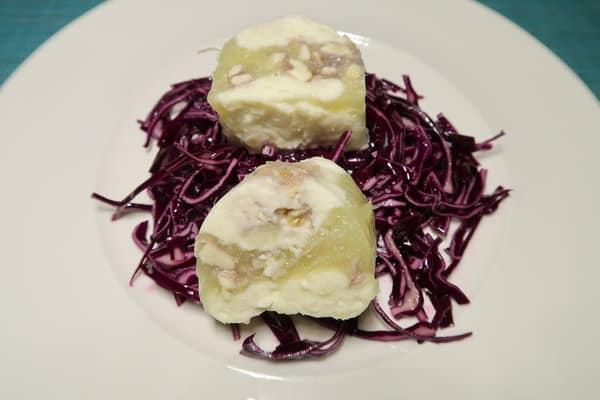 Sellerie Ananas Walnuss-Terrine auf Blaukrautsalat