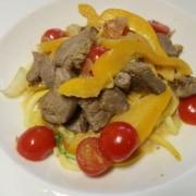 Zucchettispaghetti mit Rind Peperoni und Tomaten