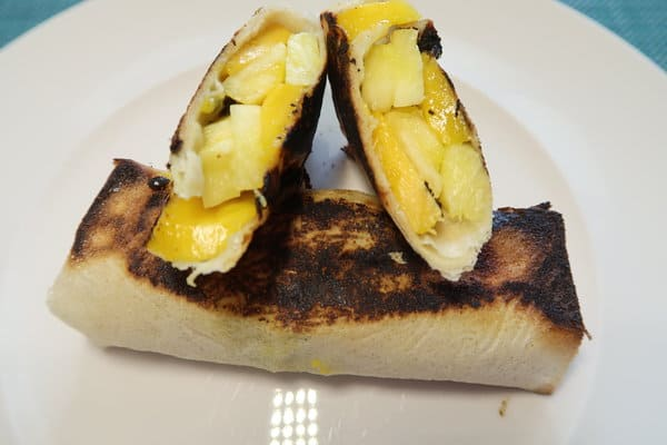 Brikteig gefüllt mit Ananas Mango und Passionsfrucht