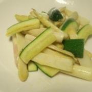 Lauwarmer Spargel Zucchetti Salat