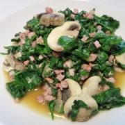 Spinat mit Speck und Champignons