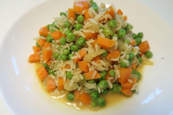 Reis mit Erbsen und Karotten