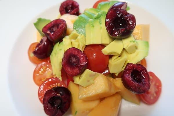 Tomaten Melonen Kirschen Avocada Salat