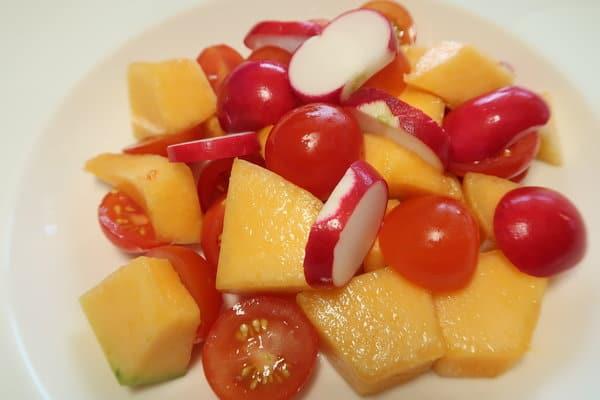 Tomaten Melonen Radieschen Salat