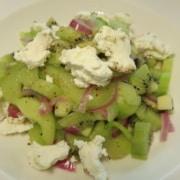 Gurken Kiwi Salat mit Frischkäse