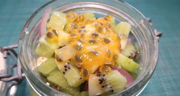 Gurken Kiwi Salat mit Passionsfrucht
