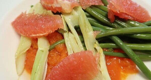 Papayastampf mit Bohnen gebratenem Fenchel und Grapefruiet