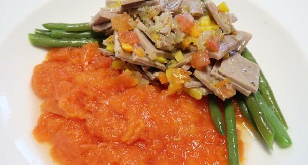 Papayastampf mit Siedfleisch und Bohnen