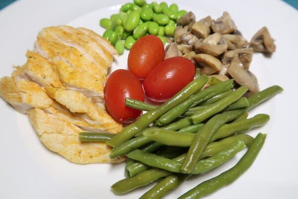 Bohnengericht mit Champignons und Pouletbrust