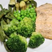 Gedämpfter Lachs mit Gemüse