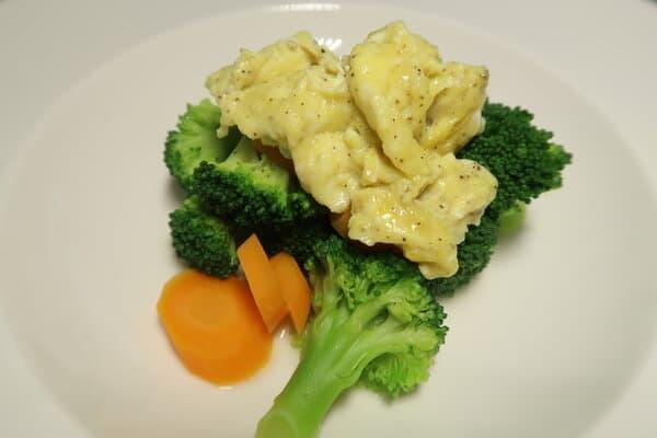 Broccoli Karotten Eintopf mit Rührei