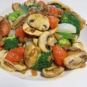 Gemüseteller mit Pilzragout