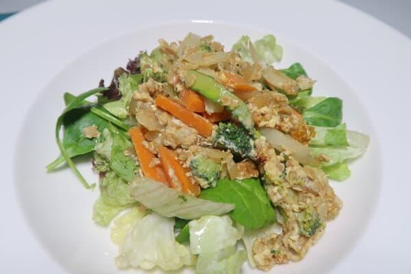 Haferflocken Gemüse Rührei mit Salat