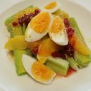 Lauwarmer Lauchsalat mit Orange Ei und Preiselbeeren