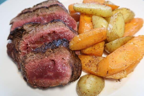 Rindsfilet mit Karotten und Kartoffeln