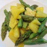 Spargeln mit Ananas